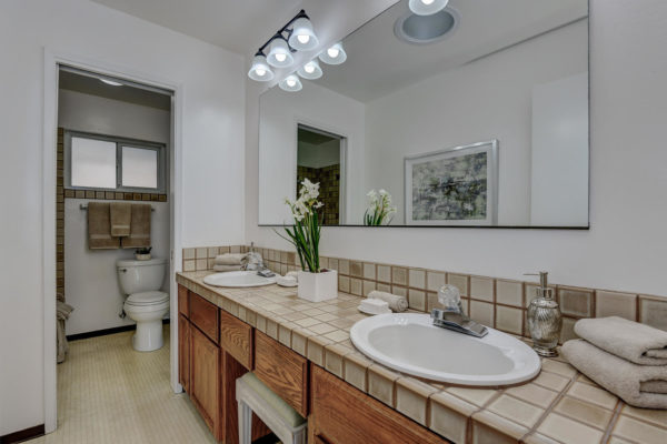 1417 Brookmill Rd Los Altos CA-large-031-25-Hall Bathroom-1500x1000-72dpi