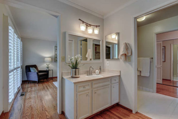 1093 Eastwood Ct Los Altos CA-small-022-9-Master Bathroom One-666x445-72dpi