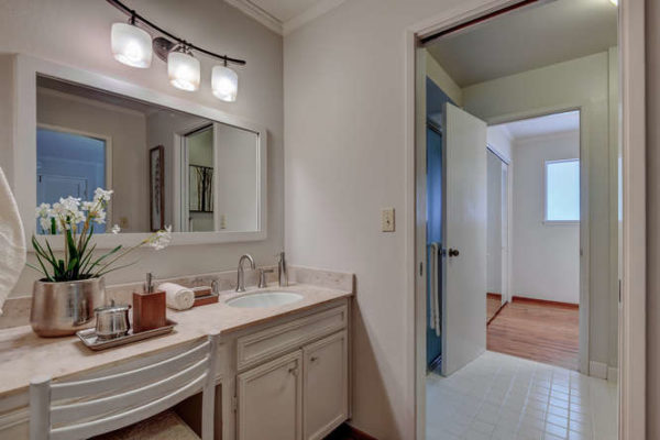 1093 Eastwood Ct Los Altos CA-small-023-6-Master Bathroom Two-666x444-72dpi