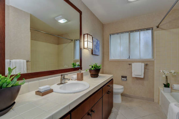 1093 Eastwood Ct Los Altos CA-small-026-15-Hall Bathroom-666x444-72dpi